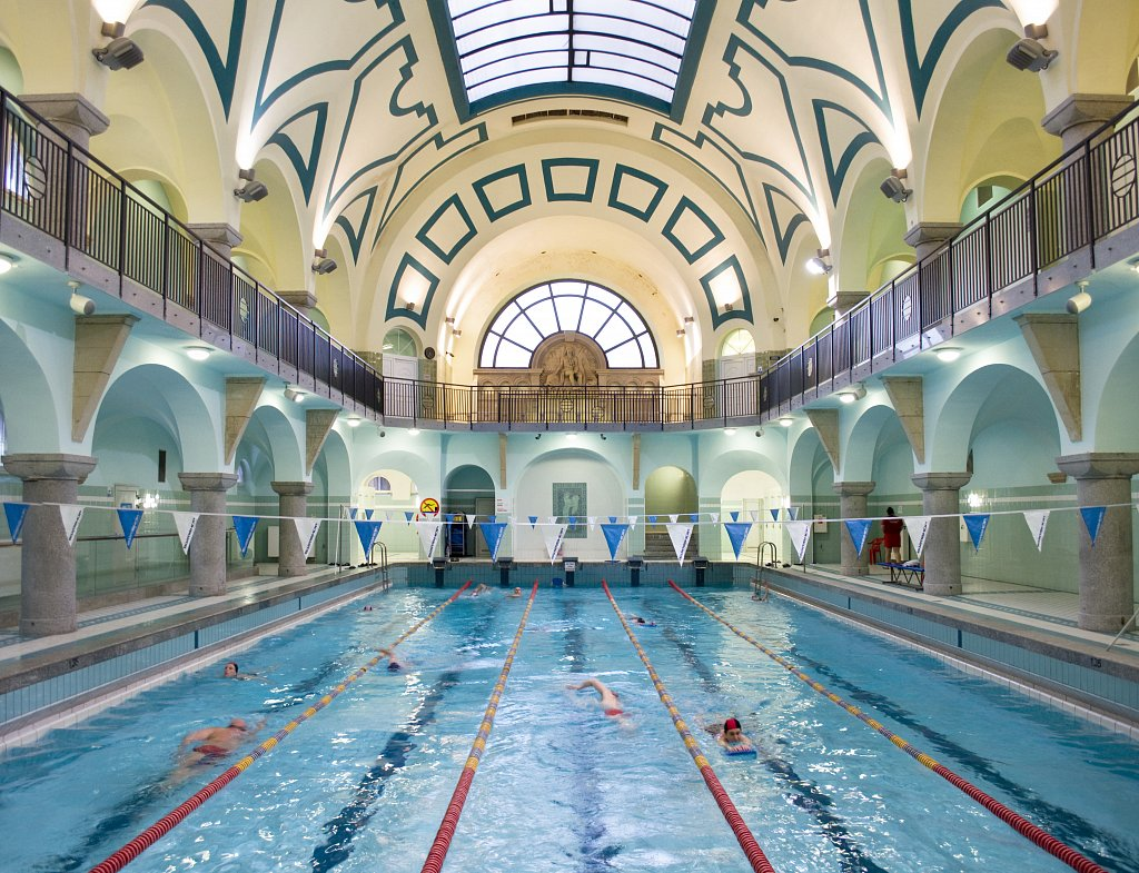 BRESLAU-WROCLAW-Gemeindeschwimmbad.jpg